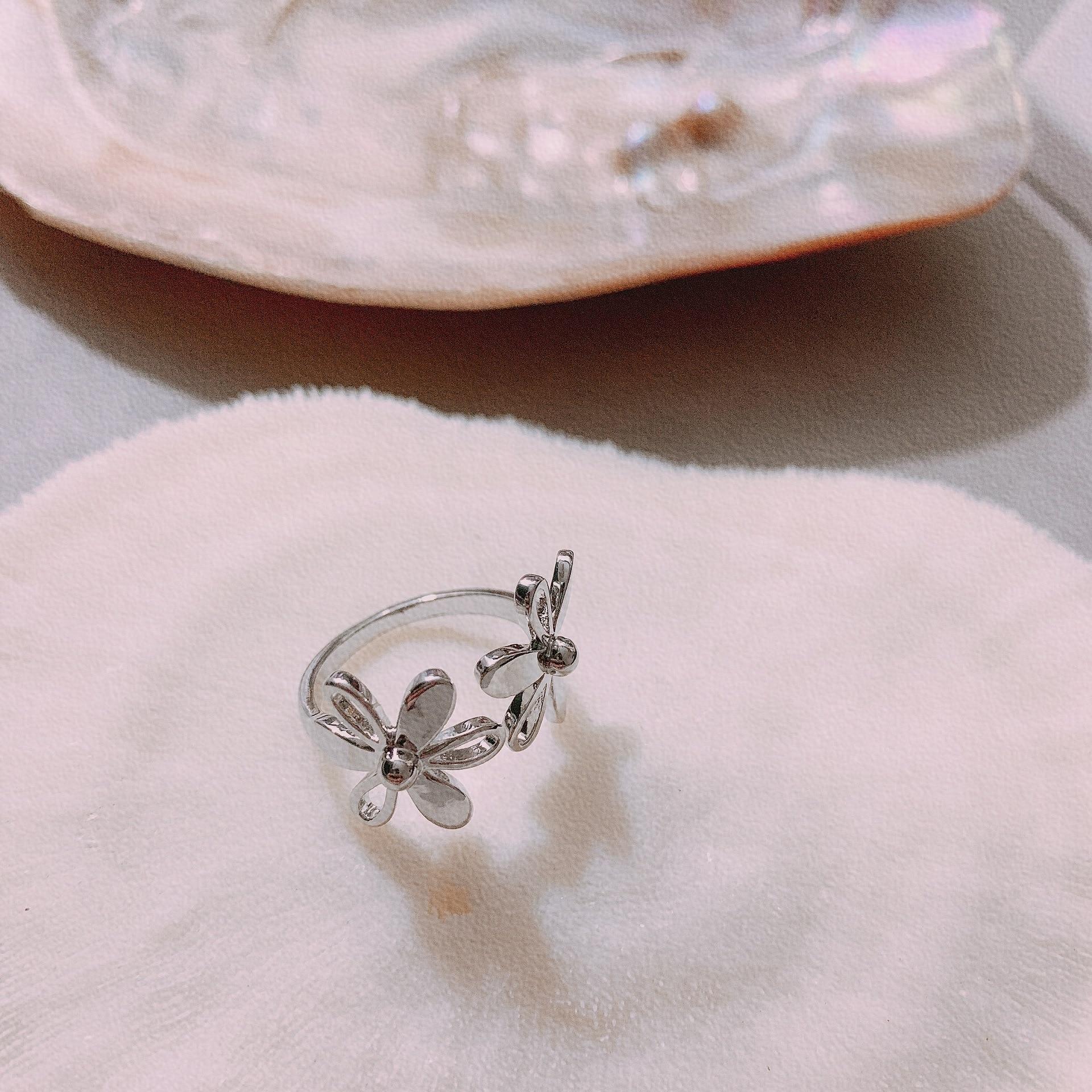 Women's Flower Graved Ring