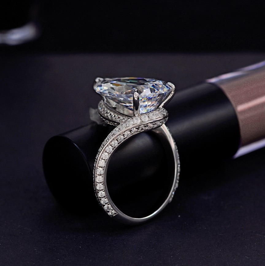 Luxury Water Drop Engagement Ring